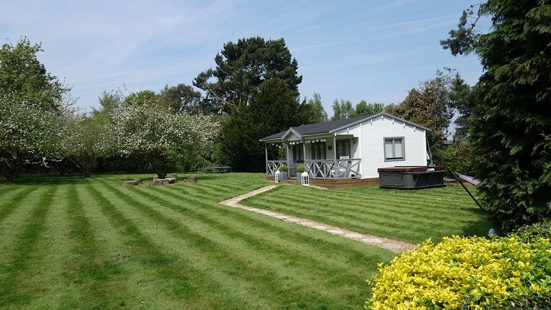 Beautiful Orchard Cottage sleeping up to 4 people, holiday rental in Greenhithe