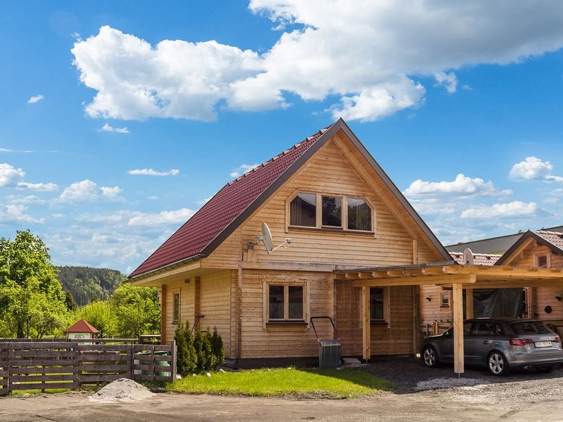 Cosy Holiday Home in Finkenstein near Lake, holiday rental in Oberaichwald