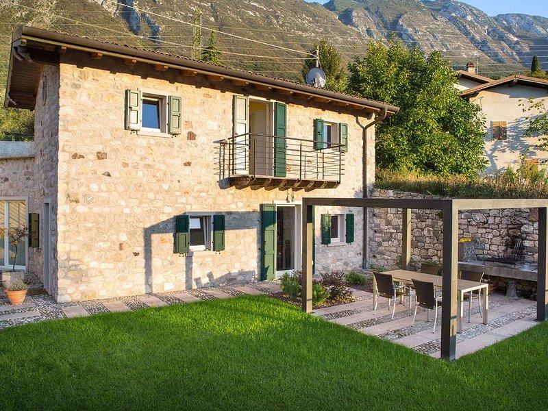 Una villa accogliente e confortevole sul lago di Garda, holiday rental in Polsa