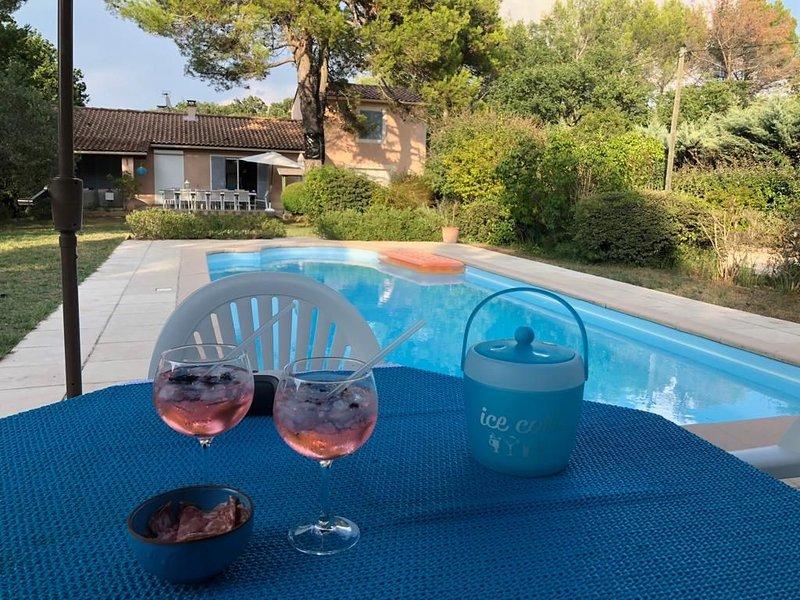 Belle villa lumineuse à Mazan pour 10 personnes, holiday rental in Mazan