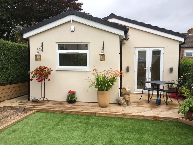 The Annexe is a newly completed, detached bungalow in the garden of our home., vacation rental in Sheffield
