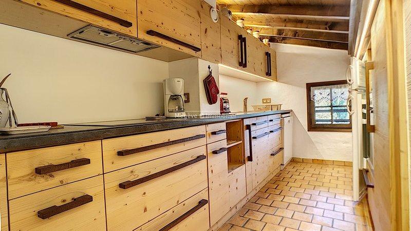 Appartement proche Télécabine Rochebrune, dernier étage, pour 4/5 personnes, holiday rental in Haute-Savoie