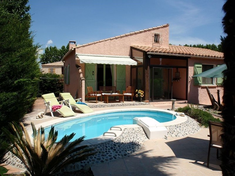 Villa with private pool, pretty village on the Canal du Midi, Languedoc, Ferienwohnung in Narbonne