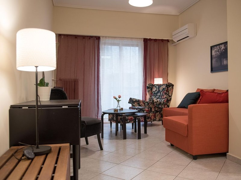 Apartment in the center of Athens 150m from subway, holiday rental in Dafni