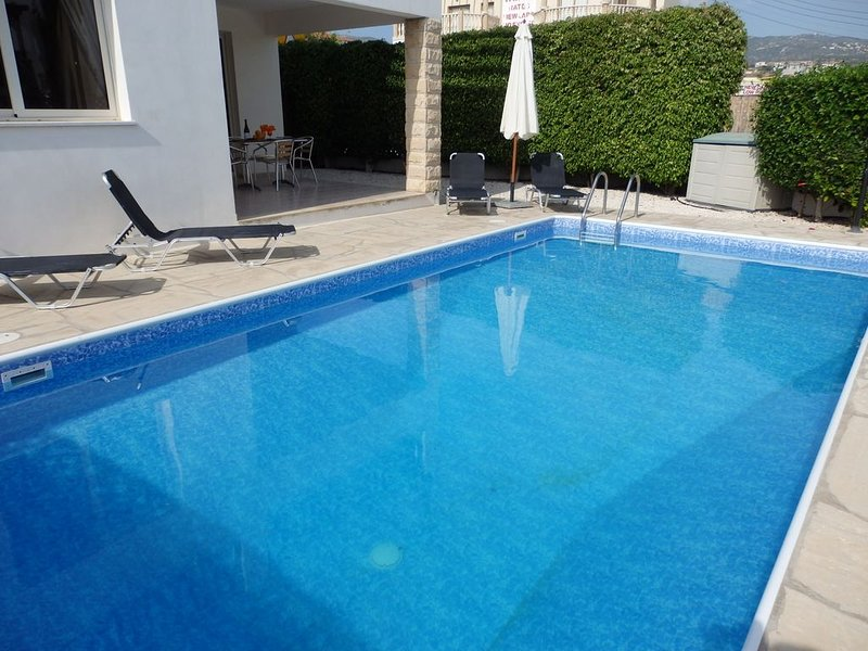 Lovely 3 Bedroom Villa with Private Pool very close to the heart of Coral Bay, aluguéis de temporada em Coral Bay