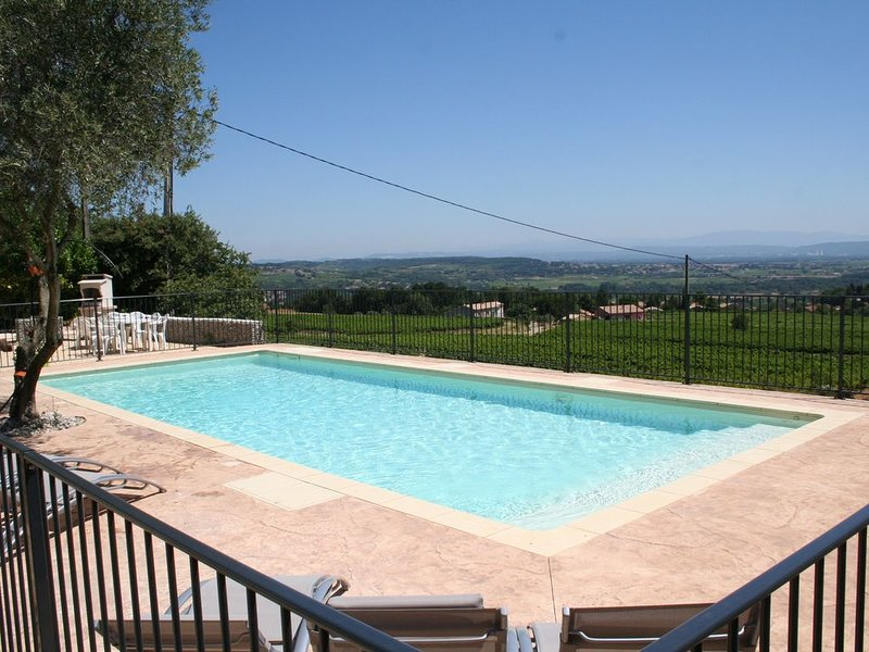 The pool overlooking the valley of Rhone and its vineyards.