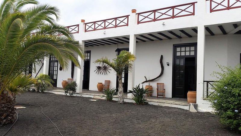 Finca Fajardo - Tinache, con bodega y en el centro de Lanzarote. Wifi gratuita., holiday rental in Tiagua