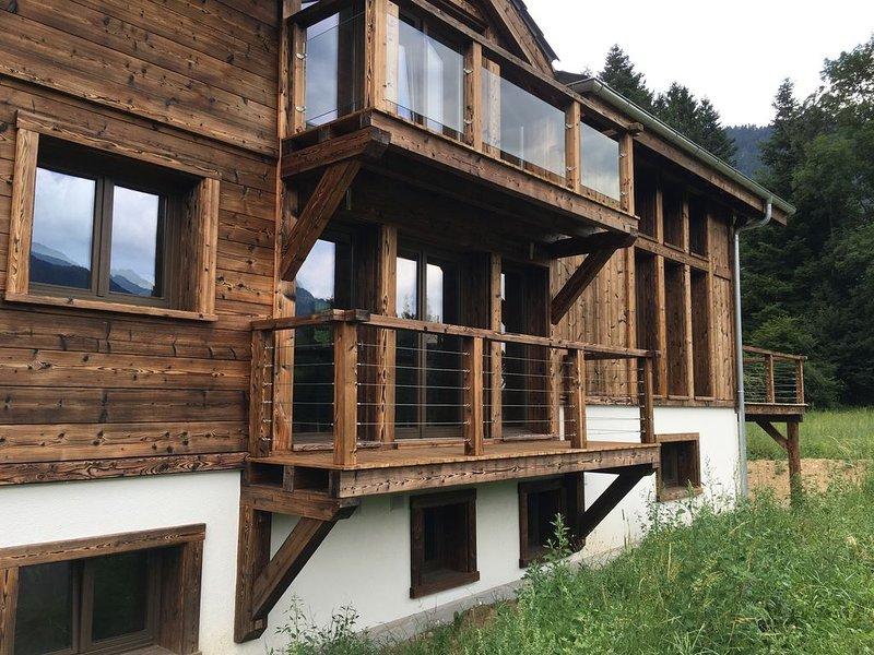Portes du Soleil new luxury chalet amazing views, Wifi, ski lifts 12 min drive, holiday rental in Habere-Poche