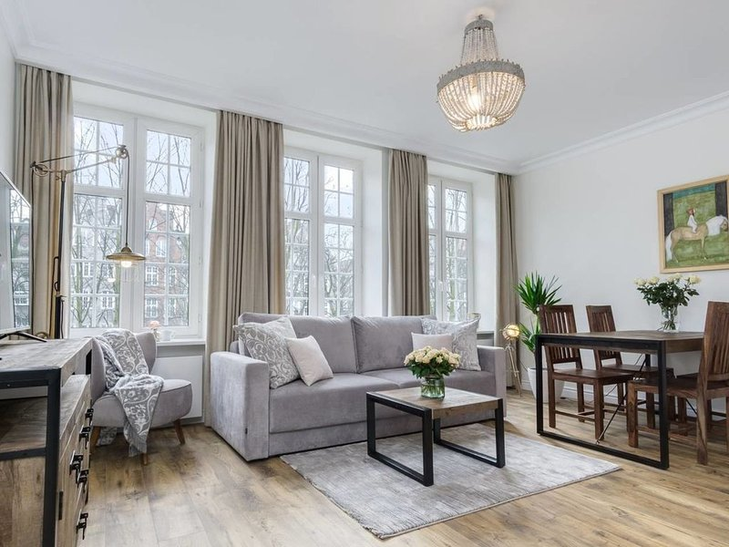 Kings&Queens in Oldtown: stylish, sunny, spacious, holiday rental in Jantar