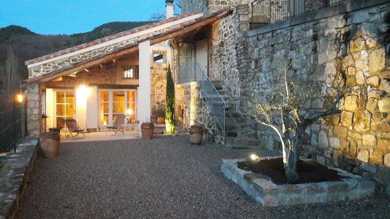 Maison de Charme entre Salagou et Larzac et Saint Guilhem le Desert, aluguéis de temporada em Le Puech