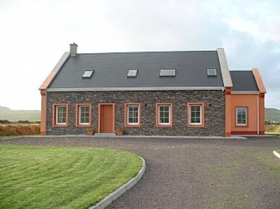Beautiful, Spacious Home On Own Site, With Magnificent Sea And Mountain Views, holiday rental in Dunquin