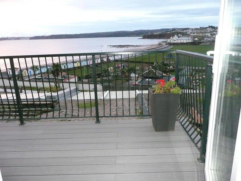 A comfortable modern apartment overlooking Goodrington sandy beach, location de vacances à Paignton