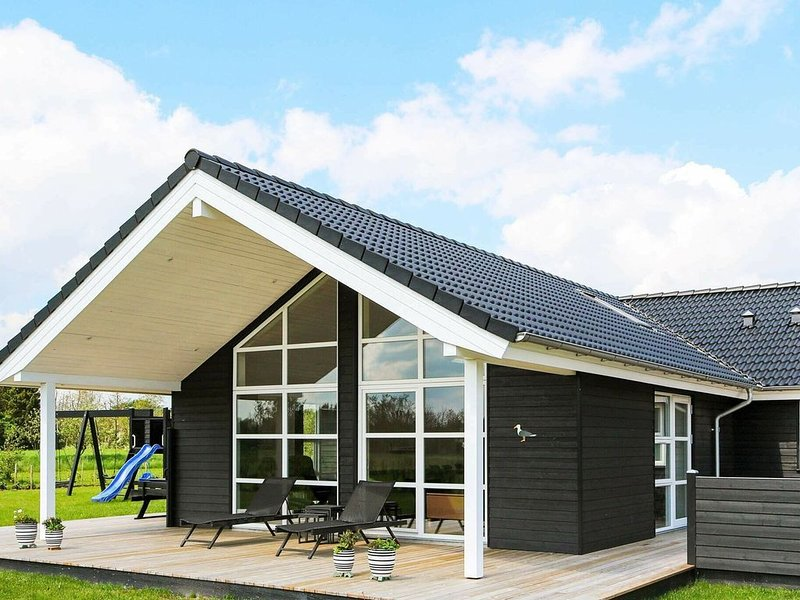 Spacious Holiday Home in Hadsund with Sauna, vacation rental in Rebild Municipality