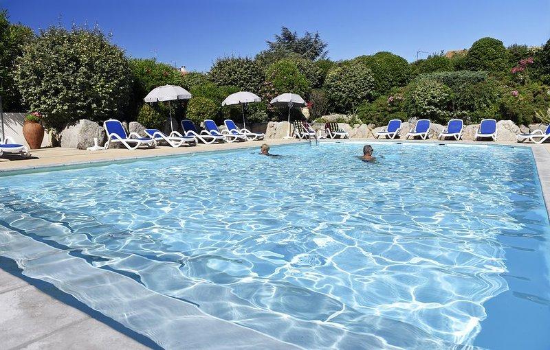 Votre Evasion Détente | Appartement chaleureux + piscine, holiday rental in Bouzigues