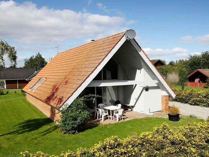 Quaint Holiday Home in Juelsminde with Roofed Terrace, casa vacanza a Horsens