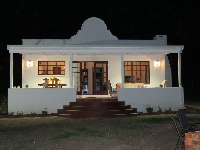 'Out of Plett' luxurious 2 bedroom Cape Dutch Cottage in the Bitou river valley, holiday rental in Harkerville
