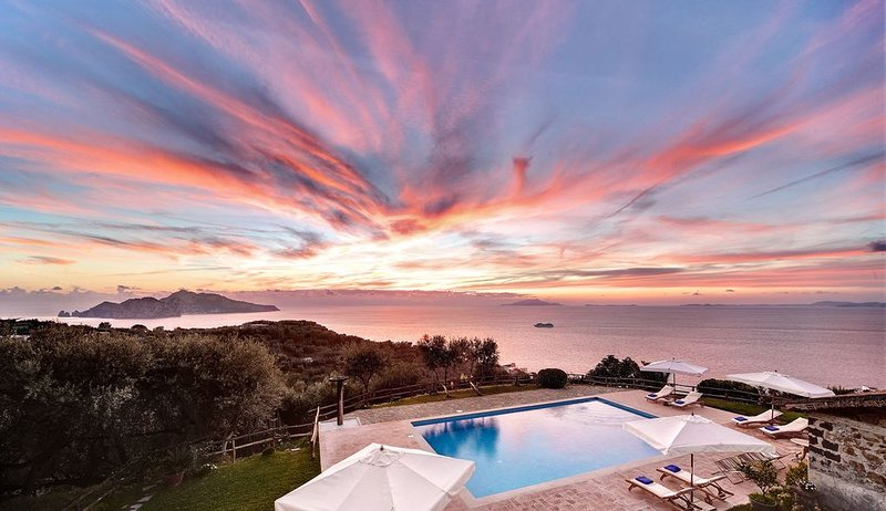Casale La Torre. Farmhouse with garden, pool and incredible sea views, holiday rental in Marciano