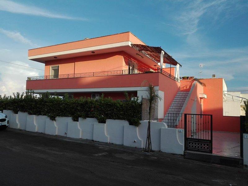 Pescoluse: Appartartamento in Villa Corallo 70 mt dalle spiagge, holiday rental in Posto Vecchio