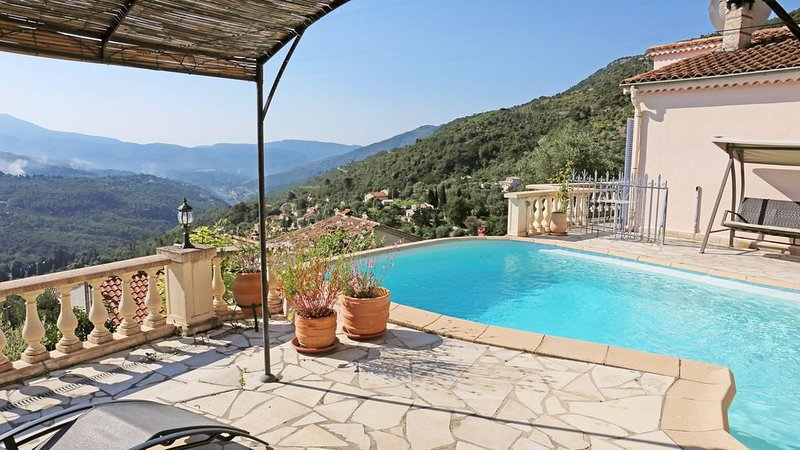 Nice area: Peaceful villa with private pool and stunning views, holiday rental in Utelle