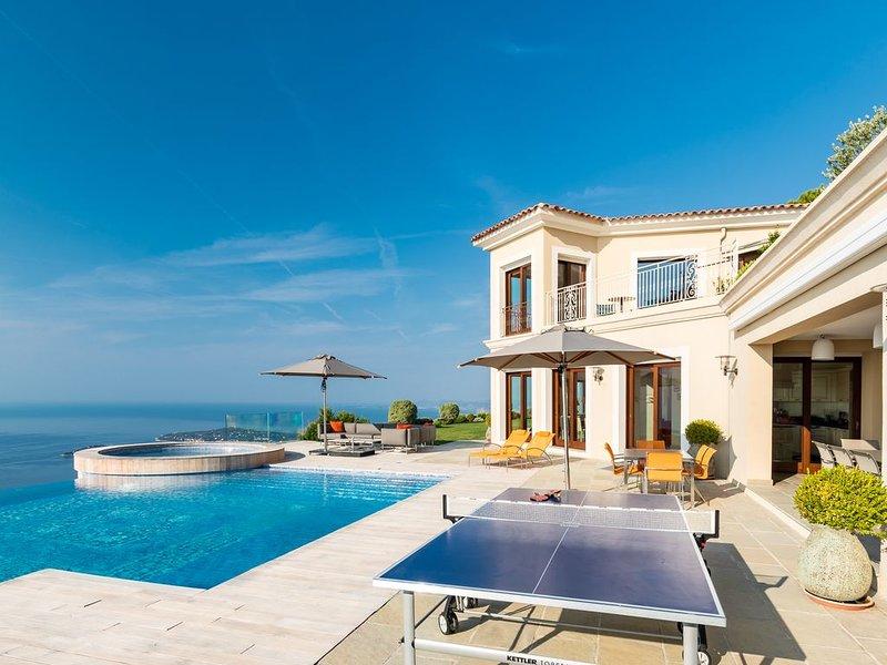 New 8 bedroom Mansion 15 minutes from Monaco, casa vacanza a Eze