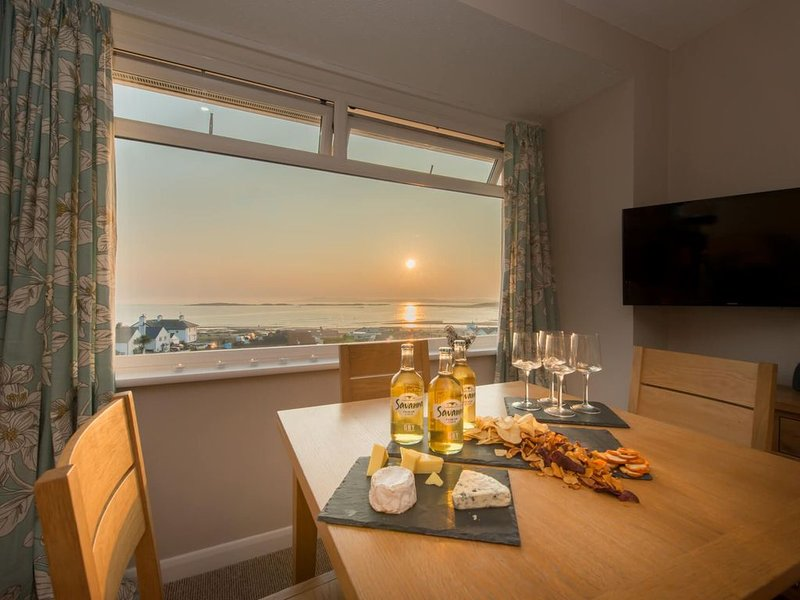 Bay View  -  a 2 bed apartment  that sleeps 4 guests  in 2 bedrooms, holiday rental in Rhosneigr