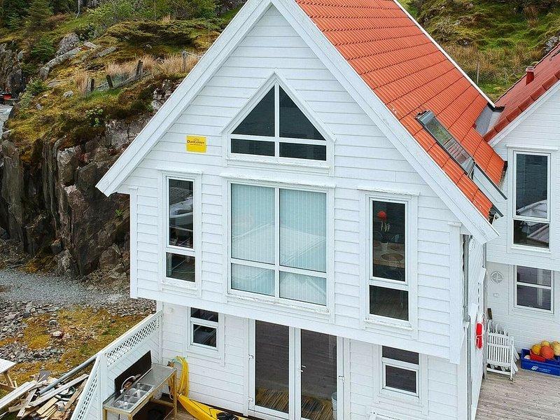 6 person holiday home in Urangsvåg, aluguéis de temporada em Svortland
