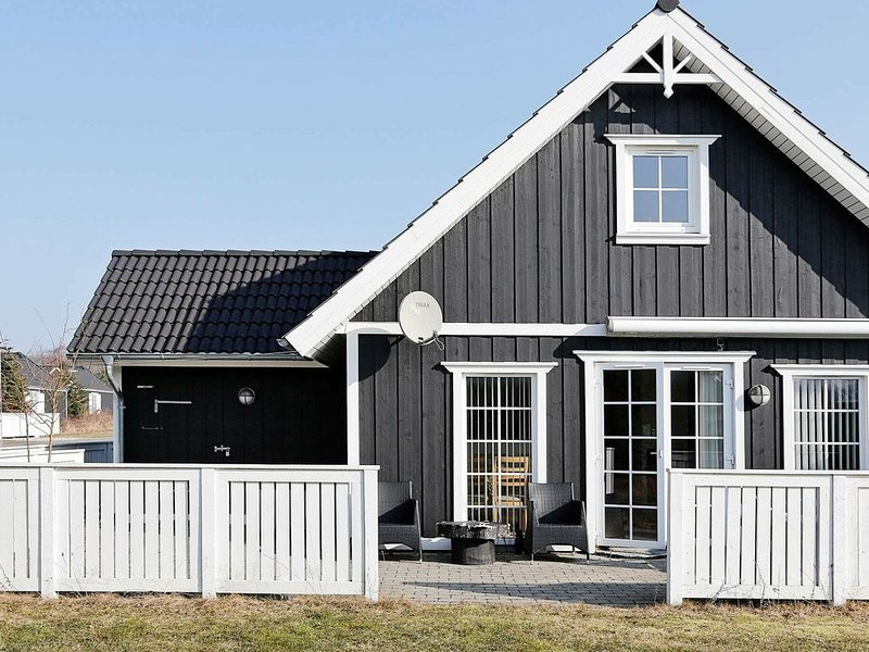 Modern Holiday Home in Vejby with Indoor Whirlpool, vacation rental in Copenhagen Region