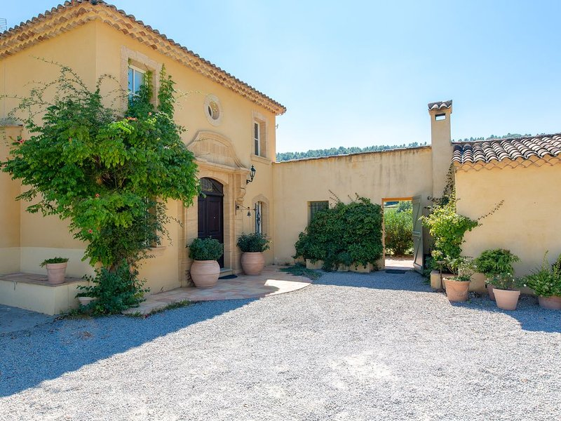 a beautiful, very peaceful property among the winegroves, location de vacances à Sillans-la-Cascade