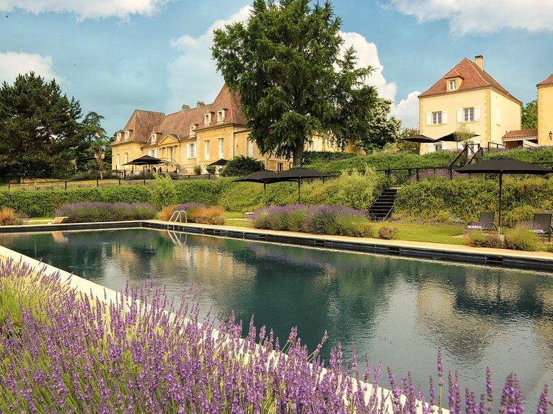 Très belle villa avec piscine sur golf de Château les Merles, près de Bergerac, location de vacances à Cause-de-Clérans