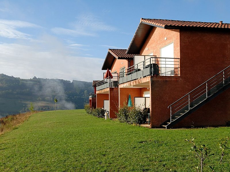 Appartement cosy et lumineux avec balcon/terrasse | Coin paisible, vacation rental in Curvalle