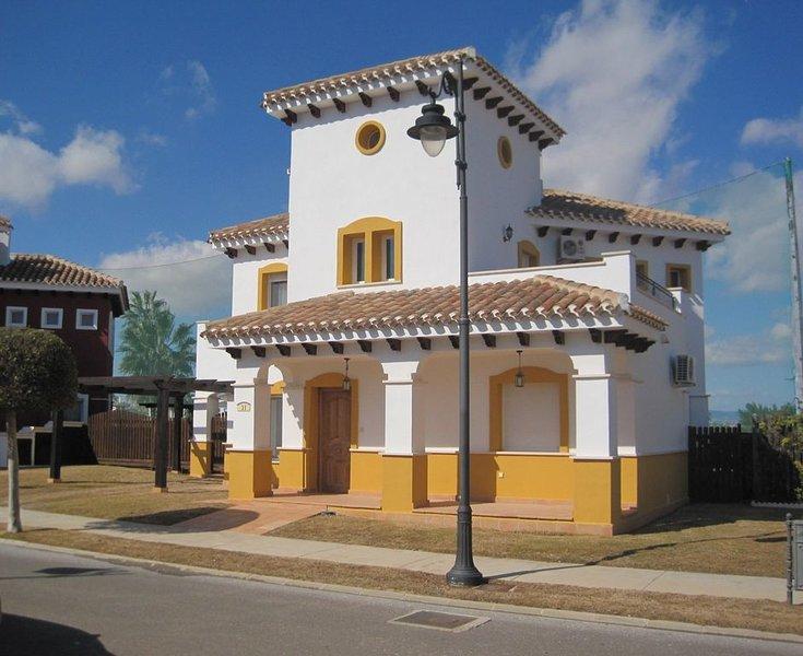 Luxury 4 Bedroom Detached  Golf Villa with Private Pool., aluguéis de temporada em Torre-Pacheco