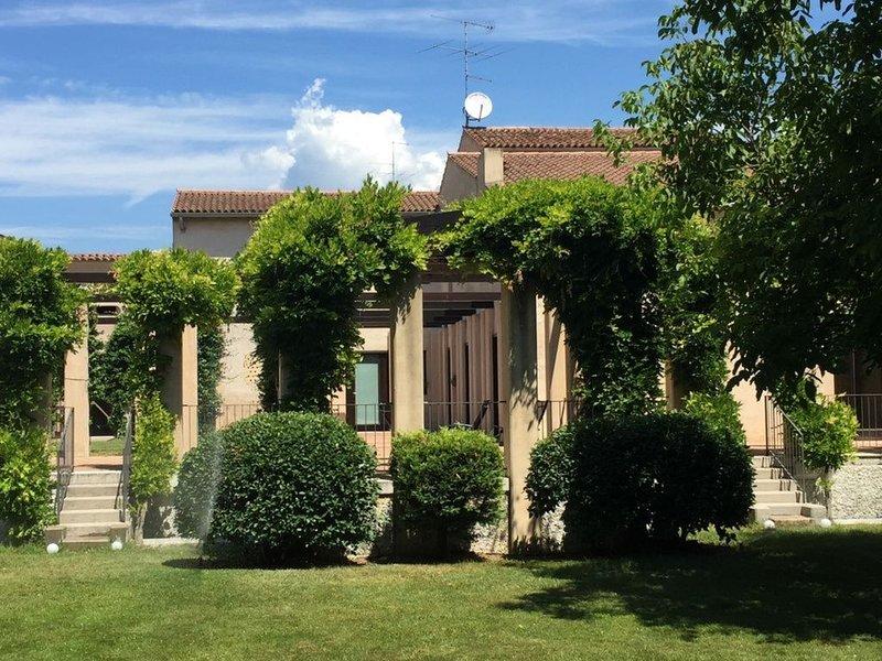 Ca Bert Villa dei Glicini - Mono esterno vista giardino, location de vacances à Pescantina