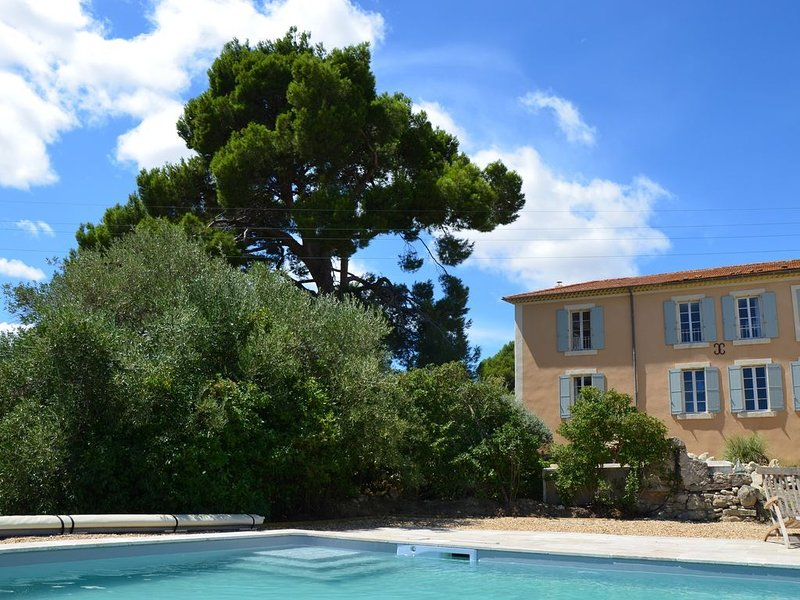 Maison de maitre avec grande piscine, parc et vue exceptionnelle, holiday rental in Saint-Marcel-sur-Aude