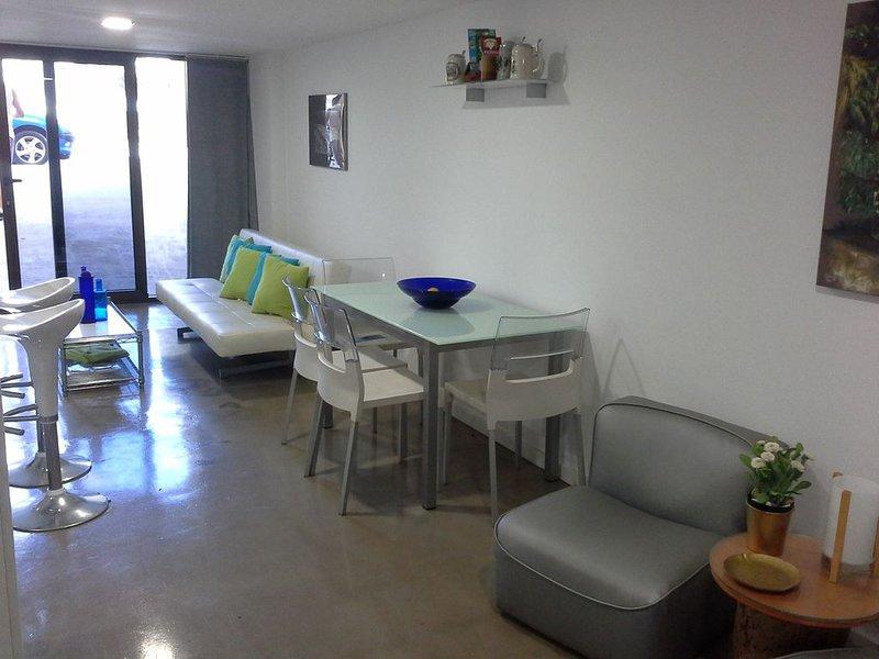 Encantador estudio con terraza de nueva construcción, holiday rental in El Burrero