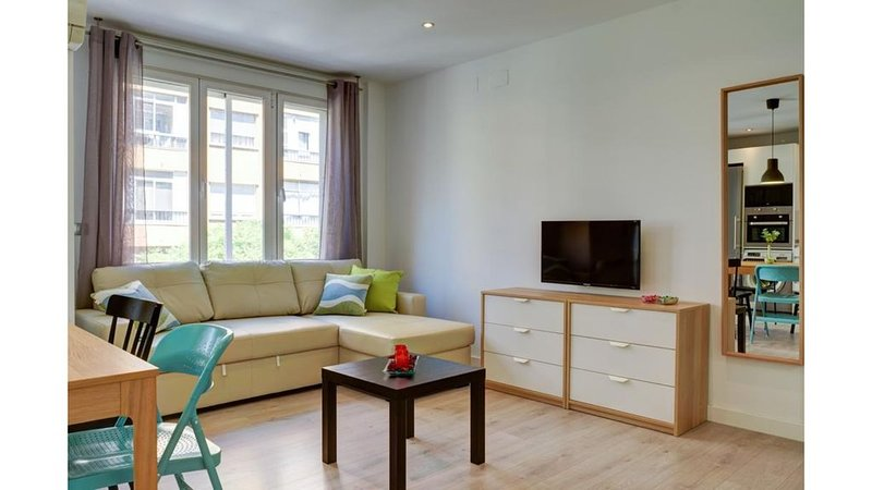 Piso muy coqueto a solo 5 Min  Pabellón Príncipe Felipe, holiday rental in Zaragoza