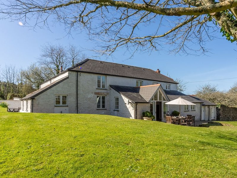 Enjoy the grounds of the Bonython Estate which cover 20 acres whilst staying at, vakantiewoning in Mawgan