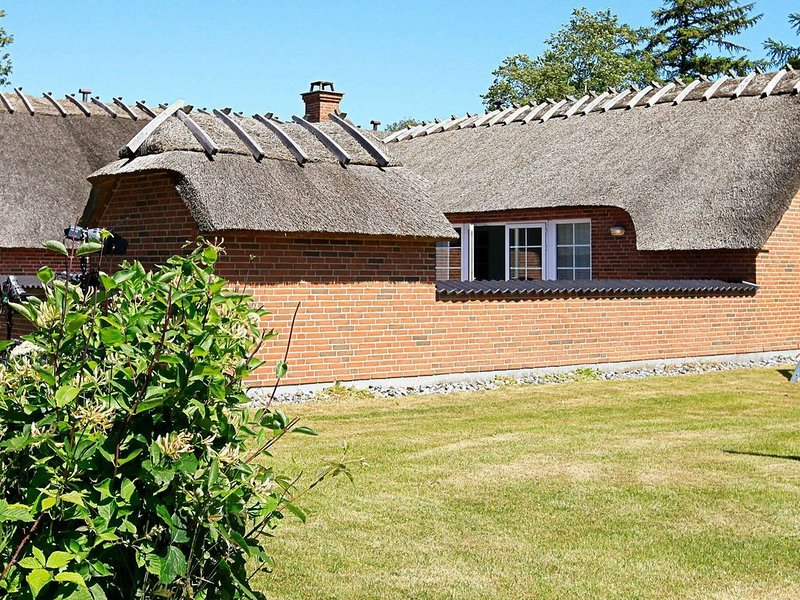 Lovely Holiday Home in Falster with Sauna, location de vacances à Vaeggerlose