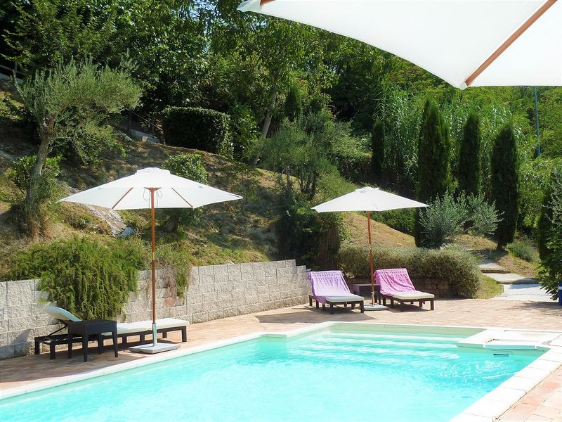 Beautiful farmhouse with lovely pool and stunning views over Le Marche, holiday rental in Sant'Angelo In Pontano