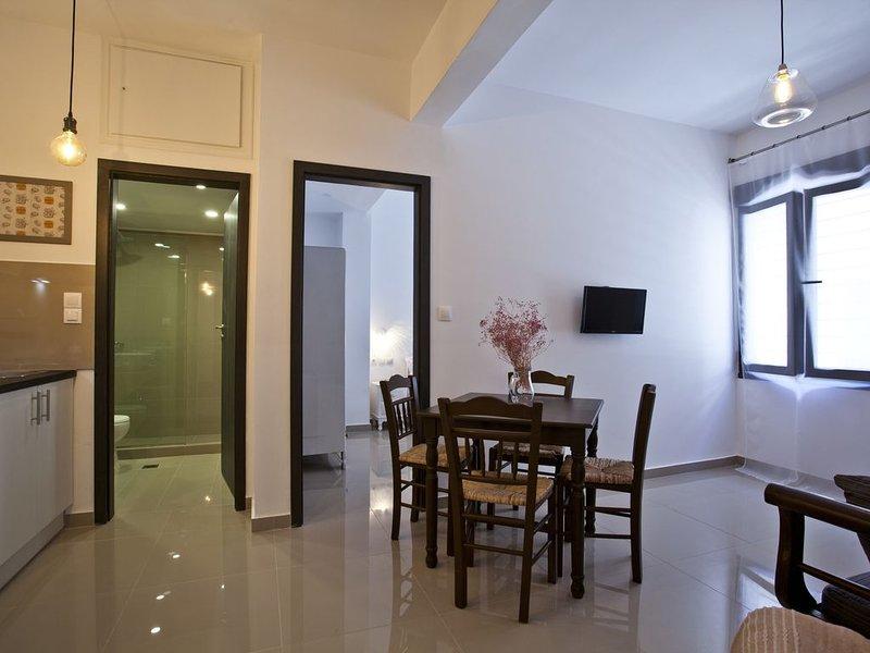 New! Apartment Jasmine - Serviced - Central Athens - Neapoli/Exarcheia District, holiday rental in Zografou