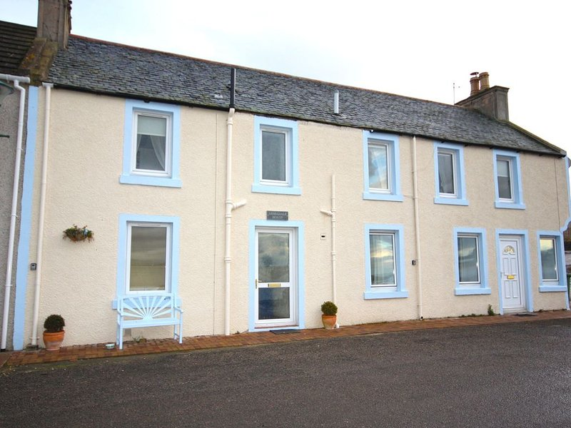 Great sea views from this centrally located house in Portmahomack, holiday rental in Cadboll