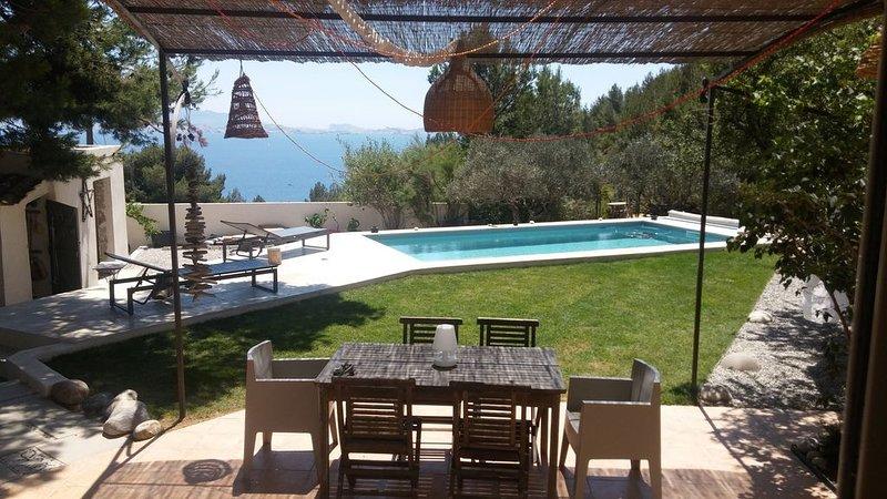 Villa Calanque Marseille, piscine, 300 m de la mer, holiday rental in Marignane