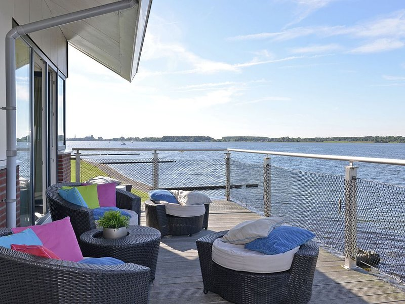 Waterfront penthouse with roof terrace and private jetty, holiday rental in Breezand