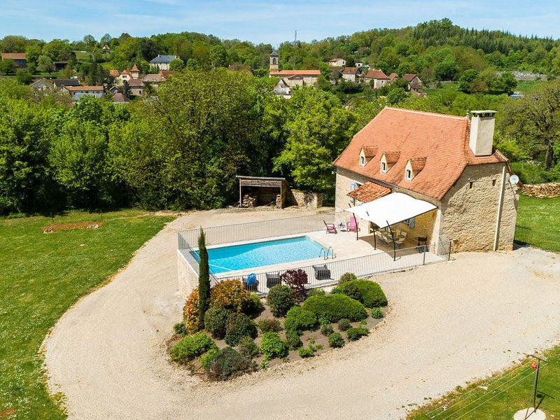 Gorgeous Holiday Home in Thémines with Private Swimming Pool, aluguéis de temporada em Mayrinhac-Lentour