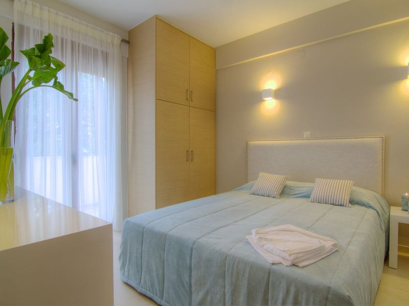 Gasparakis villas, Myrto bungalow with garden and private pool, COCO-MAT, holiday rental in Lefkogia
