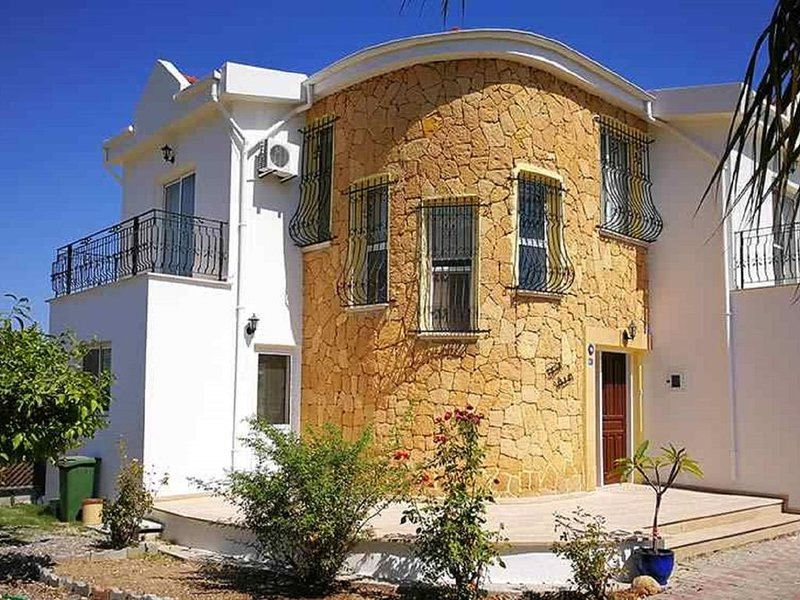 Fabulous Detached 3 Bed Villa with 10m x 5m Pool Located 5 mins from Kyrenia, vacation rental in Dogankoy