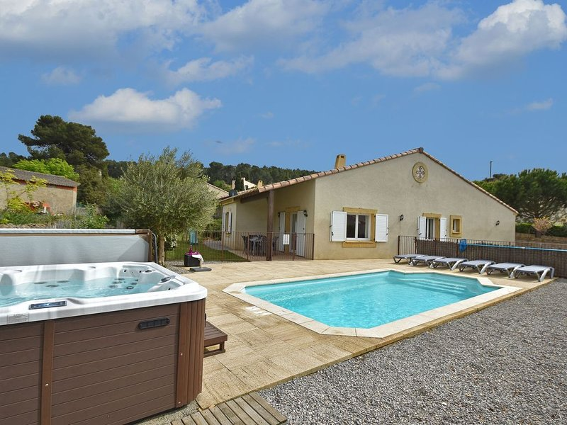 Modern Villa with Private Pool in Montburn-des-Corbieres, vacation rental in Puicheric
