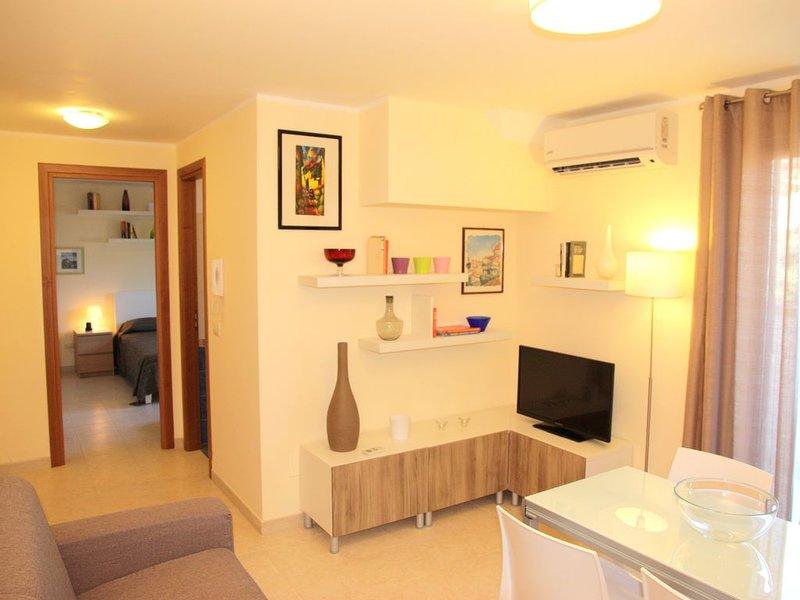 Accogliente, confortevole e ben arredato. Appartamento a Taormina mare, holiday rental in Gallodoro
