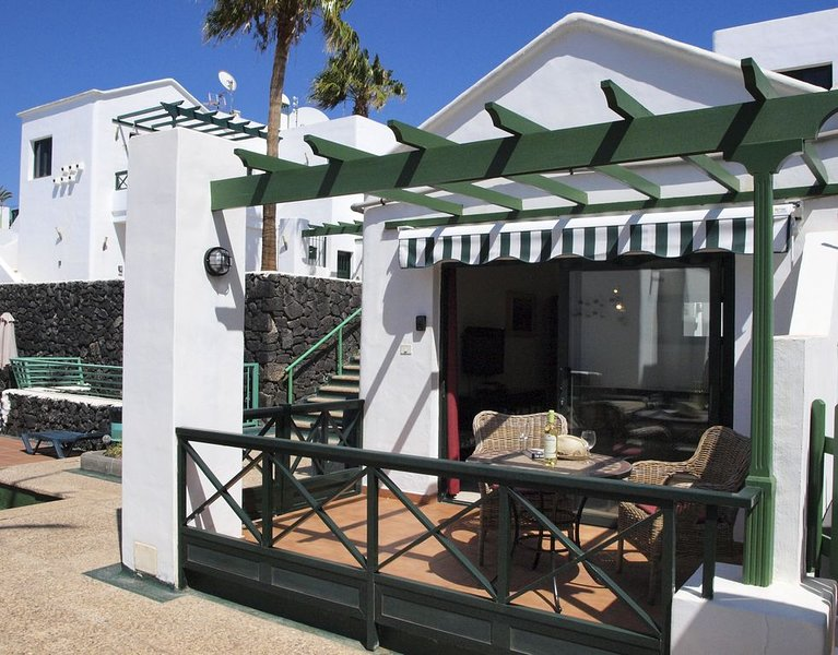 Fully equipped apartment with Wifi, Air Con and U.K. TV in Puerto Del Carmen, vakantiewoning in Puerto del Carmen