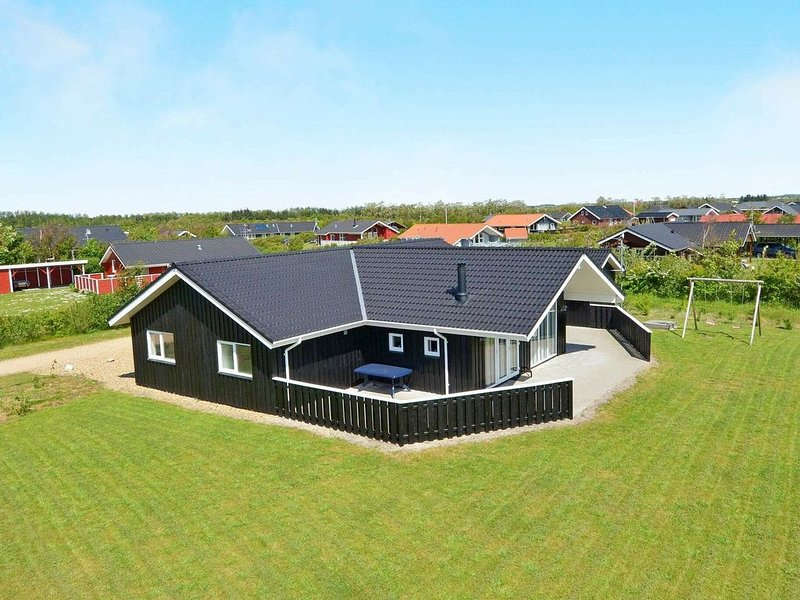 Spacious Holiday Home in Tarm Jutland with Indoor Whirlpool, aluguéis de temporada em Skjern