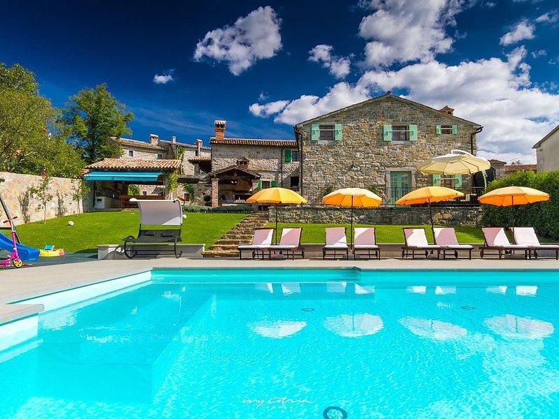 Idyllic property with 4 villas in Buzet, alquiler de vacaciones en Buzet